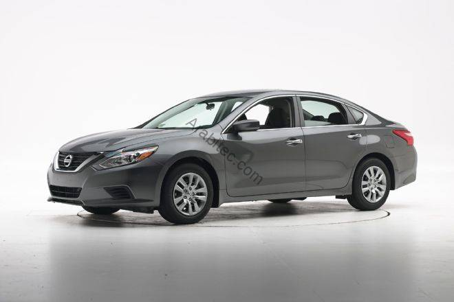 2016-nissan-altima-iihs-crash-test-front-three-quarter