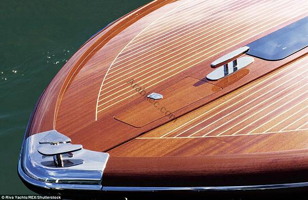 3020206C00000578-3397584-This_picture_shows_the_rich_wood_used_on_the_boat_and_the_amazin-a-8_1452708767541